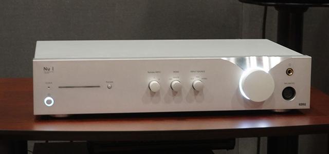 画像: ▲フロントパネル左側、スリット状のLED右横に「Nutube HDFC」のオン・オフスイッチを搭載する