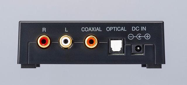 画像: ▲電源用ACアダプターも付属している