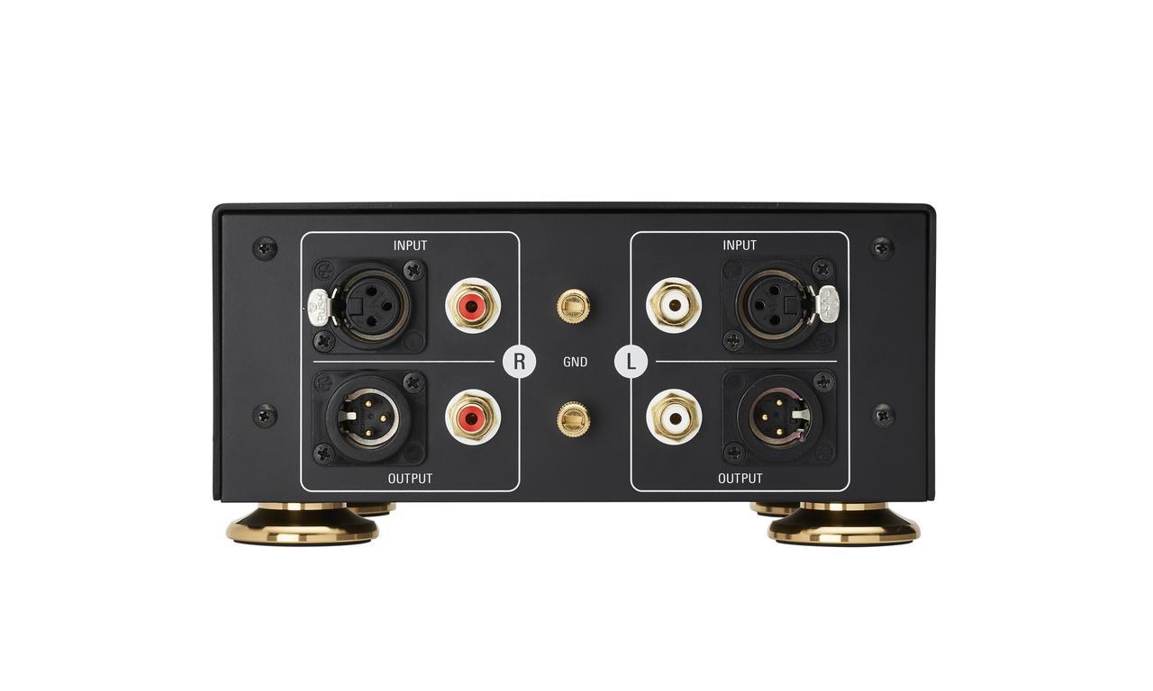 画像: AT-SUT1000のリアパネル。入力/出力ともにRCA端子とXLR端子を搭載。同時発売されるAT-TC1000などのバランス伝送用トーンアームケーブルで接続すれば、RCA接続、XLR接続どちらでも、MCカートリッジの出力からAT-SUT1000の出力までのバランス伝送が可能となる
