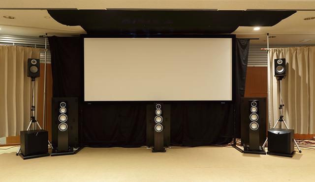 画像: 視聴システムのフロントサイド。トップスピーカーはフロントとリアに合計4本を使用。これはヤマハのプレゼンススピーカーと同じ配置になっている
