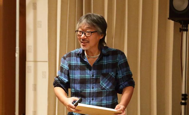 画像: イベント後半は、堀切さんがお薦めディスクをノリノリで紹介してくれた
