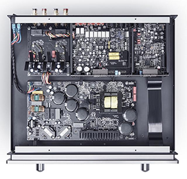 画像: ↑「I35」には新開発のスイッチング電源APFC(アクティブ・パワー・ファクター・コントロール)が採用されている。従来モデルI32に搭載された電源より5%効率を向上させた仕様