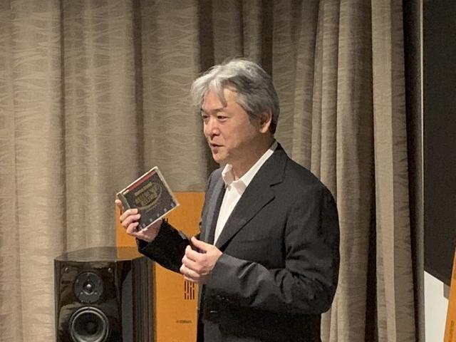 画像: CD『REFERENCE RECORD 第1集:フィリップス・サウンドVol.1』を手に、開発当時を振り返る加来欣志さん。現在は、ソニービデオ&サウンドプロダクツ株式会社 Sony Outstanding Engineer 2011、シニア アコースティック アーキテクトという肩書きを持つ
