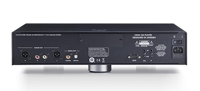 画像: ↑CD35の接続端子はアナログ音声出力XLRとRCAをそれぞれ1系統、デジタル音声出力は同軸と光を各1系統備える構成だ