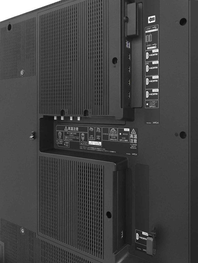 画像: 8Kチューナー内蔵のAX1の背面。8K放送の録画も可能で、同時発売の「8R-C80A1」を組み合わせる。USB端子は4K8K録専用のUSB3を使う
