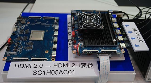 画像: ▲SC1H05ACシリーズのデモ。右の基板で4系統のHDMI2.0端子から入力した8K信号を、上端のHDMI2.1端子から出力する