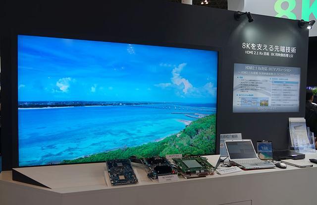 画像: ▲SC1H05AT1のデモコーナー。UHDブルーレイの信号を基板に入力し、8Kにアップコンバートしてテレビで表示。アップコンの効果をオン/オフで比べていた