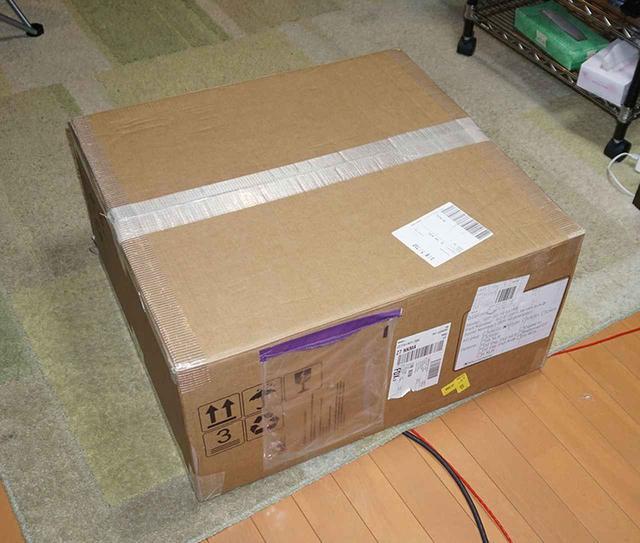 画像: 搬入されたISP 3D.16 ELITE。まずは箱を開ける儀式からスタート