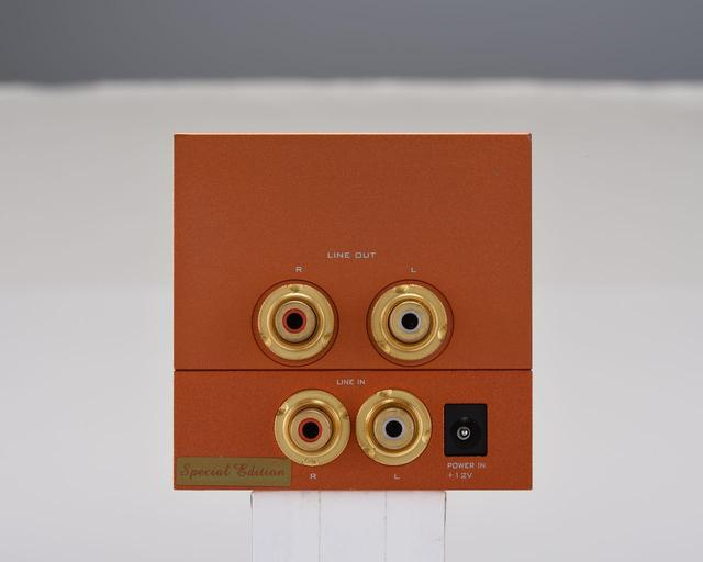 """画像: ERNESTOLO 50k EX ↑←FABRIZIOLO30k EXはアナログ入出力端子(RCA)を備え、本格的な管球式プリアンプとしても使える。ERNESTOLO 50k EXはFABRIZIOLO 30k EXと同じプリアンプ回路に加えて出力25W+25W(4Ω)のデジタルアンプボードを備えたプリメインアンプ。両機は日本国内の特別仕様となる""""EX""""エディションで、真空管はJJ社製のECC802S GOLD。オペアンプにはバーブラウン社製のOPA2604APを用いている"""
