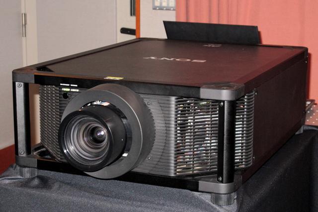 画像: ソニー「VPL-VW5000」。レーザー光源で高輝度&長寿命の4Kプロジェクターがデビュー | Stereo Sound ONLINE