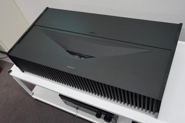 画像: ソニー、レーザー光源で超短焦点のネイティブ4Kプロジェクター「VPL-VZ1000」が4月下旬発売 | Stereo Sound ONLINE