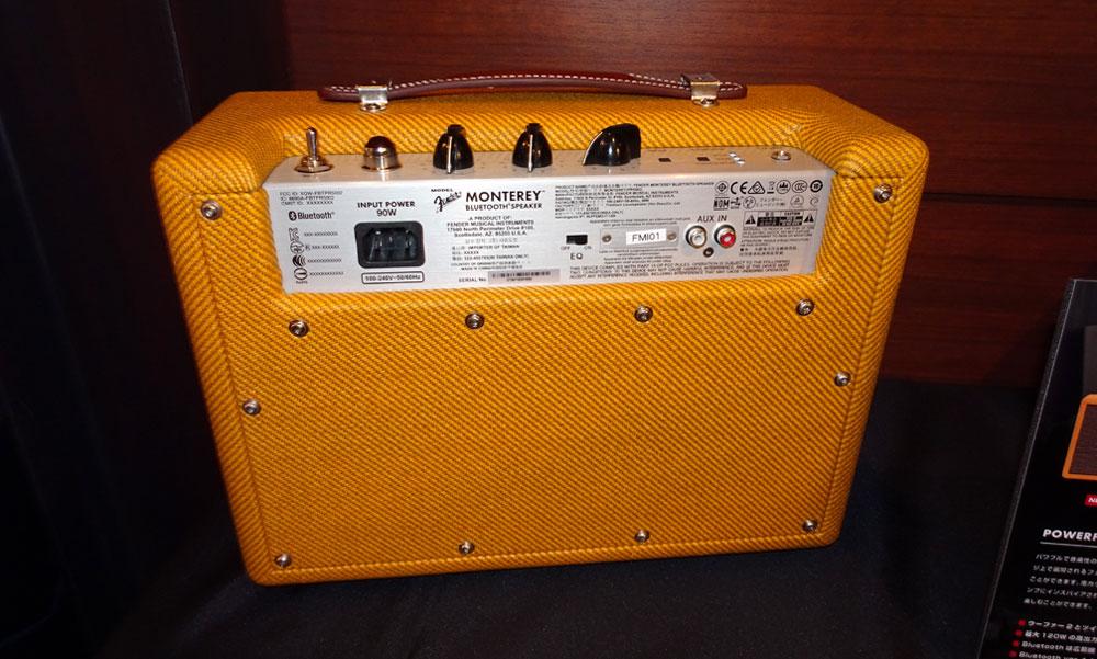 画像: ▲「Monterey Tweed」のリア。RCA入力は背面に装備。写真では「EQ」となっているのが実は「Sharp」スイッチ。トレブルとバスをさらに強調してくれる