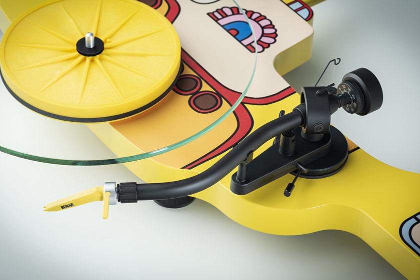 画像: ビートルズの名作アニメを模した、アナログレコードプレーヤーが11月に発売。アーティスト・コレクション・シリーズの「YELLOW/SUB」