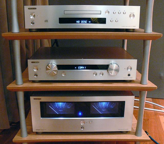 画像: オンキヨーのHiFiアンプ&CDプレーヤーP-3000R/M-5000R/C-7000R。USB192/32可 | Stereo Sound ONLINE