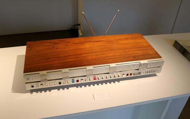 画像: ▲1969年製のチューナーアンプ「Beomaster3000」。デザイナーはJacob Jensen氏だ