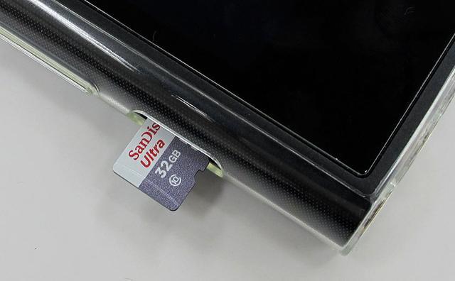 画像: マイクロSDカードでアプリのインストールもできる