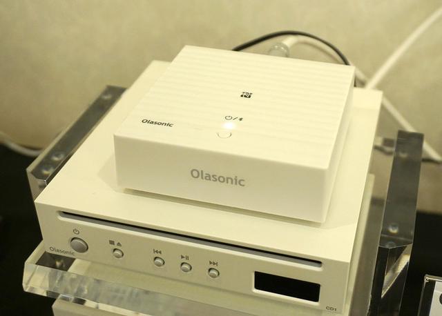 画像: オラソニック 先日発表された高音質Bluetoothレシーバー「NA-BTR1」やBluetoothスピーカーの「IA-BT7」を展示。LDACでどれほどの音が聴けるかをデモしていた