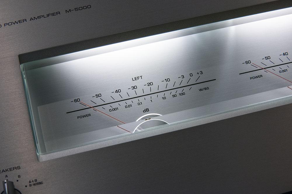 画像: M-5000のイルミネーションはオン/オフも可能