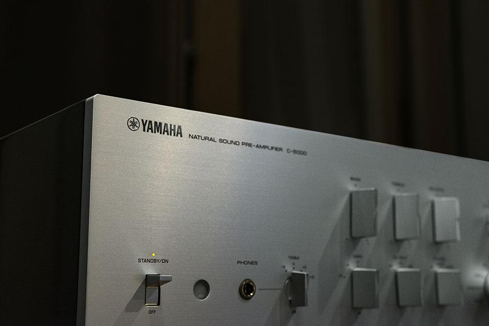 画像: C-5000では角ノブスイッチの形状や質感まで厳しく吟味された
