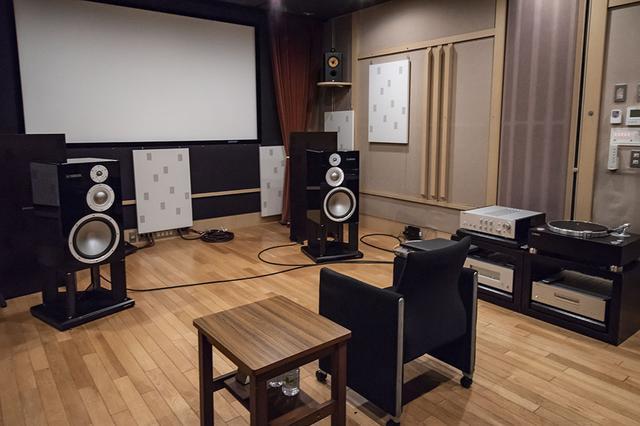 画像: 今回の取材はヤマハミュージックジャパンの試聴室で行なった。プリアンプのC-5000+パワーアンプM-5000に、スピーカーがNS-5000というシステムだ。ソース機器はレコードプレーヤーのGT-5000とSACD/CDプレーヤーのCD-S3000を使っている