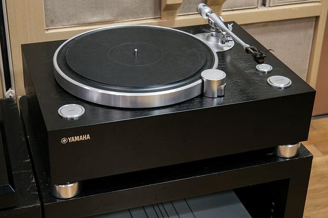 画像1: すべての音楽ファンに、このアナログサウンドを聴いて欲しい! ヤマハ26年ぶりのフラッグシップレコードプレーヤー「GT-5000」の、スピード感とS/Nの高さに驚いた