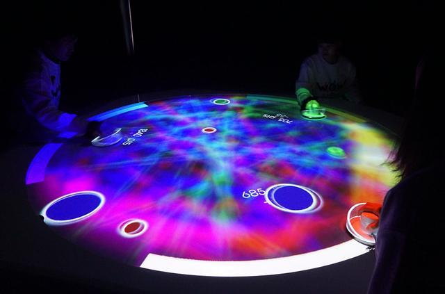画像: 「未来のゲームセンター A(i)R Hockey」