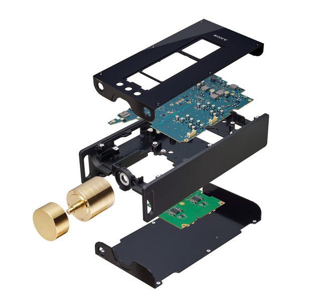 画像: H型に削り出したシャーシの上側にデジタル基板、下側にアナログ基板を取り付けている。各基板を充分に余裕を持ってシャーシに設置することで、グラウンドの強化も図ったとか