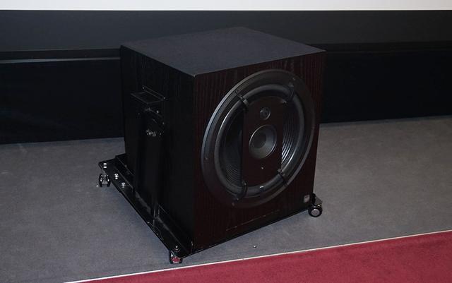 画像: フロントL/C/RスピーカーにはムジークエレクトロニクガイザインのRL901Kを使用