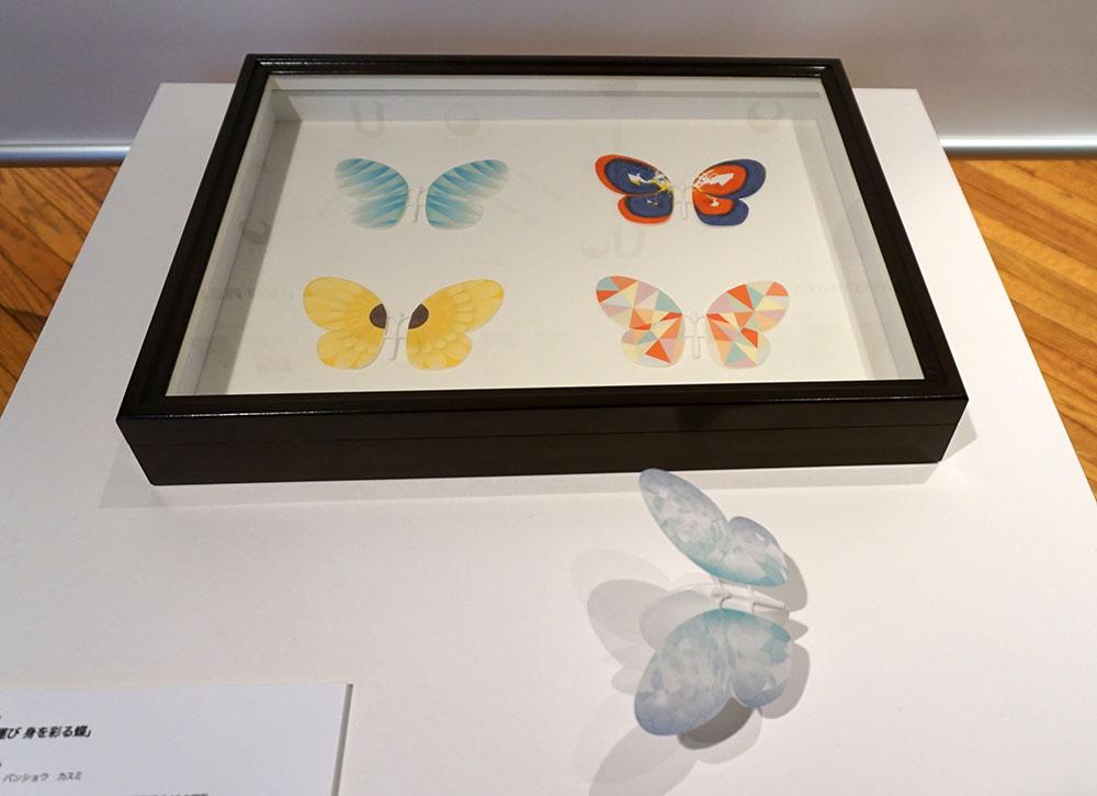 画像: 「香りを運び 身を彩る蝶」 番匠香純さんは、これからのエンターテイメントはロボティクスのファッション化と捕らえて、可愛らしいシステムを提案。蝶の形のデバイスは毛細管現象を利用しており、空間を動き回ることで様々な香りを届けてくれる。ライブ会場や結婚式場といった空間を演出する手段としても色々な応用が効く技術になりそうだ