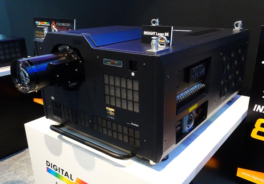 画像: 接続端子は3G、12G-SGIに対応。将来的にはDisplayPortにも対応する予定(スロット式)