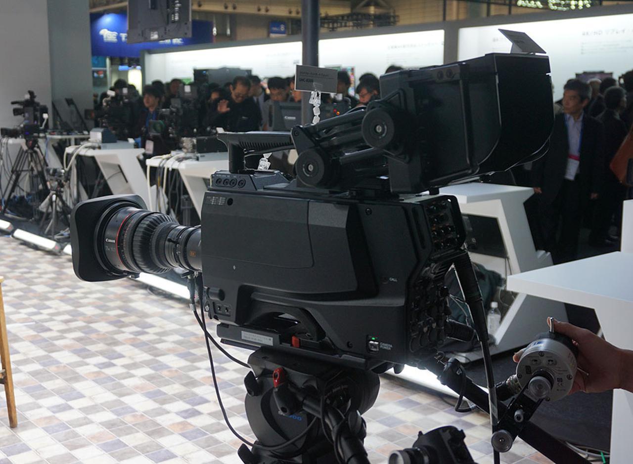 画像: 新開発の1.25型3板式8Kイメージセンサーを搭載したポータブルカメラシステムも展示。8K/120pの撮影もできるとのこと