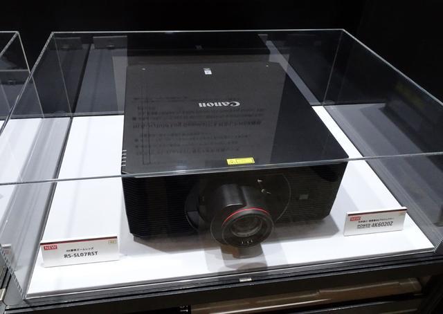 画像: 「キヤノン」ブース:先日発表したばかりの、LCOSパネルを搭載したネイティブ4Kプロジェクター「4K6020Z」も展示していた