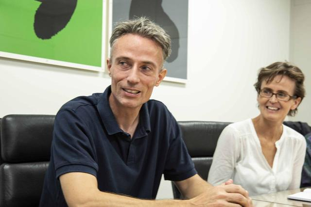 画像: ポールさんとともにダヴォンを支える、奥様のデビーさんと。