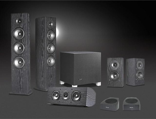 画像: ▲映画鑑賞用のスピーカーシステム「Theater Black」登場。ドルビーアトモスにも対応する。上段左よりSP-FS52、S-52W、SP-BS22-LR。下段左よりSP-C22、SP-T22A-LR