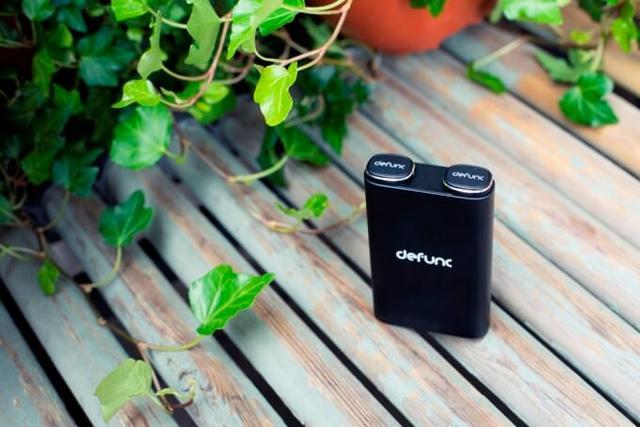 画像: defunc : デザイン×コスパを実現!北欧ブランドが提案するモバイルバッテリー機能付き完全ワイヤレスイヤホン