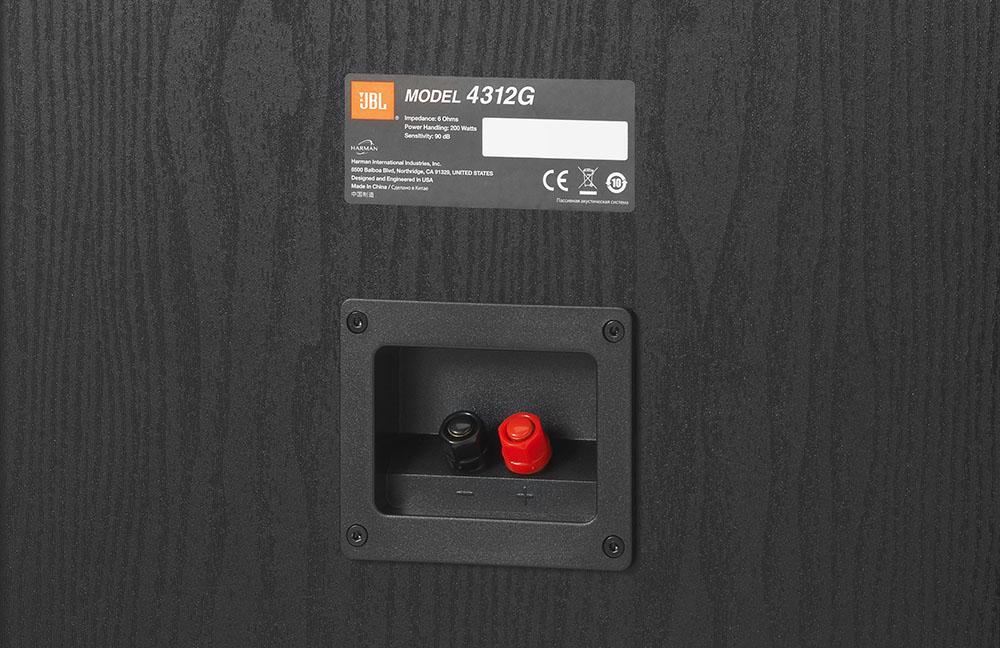 画像: スピーカ端子部はシングルワイアリングタイプのネジ式を採用