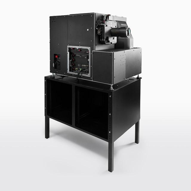 画像: HDR映像を投写するプロジェクターは、クリスティと共同開発したレーザー光源モデル(2台)。これにより、100万:1という強靭なコントラストを実現した