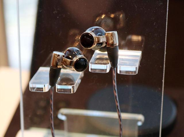 画像: Victor、WOODシリーズのフラッグシップイヤホン「HA-FW10000」を11月上旬に発売。ウッドドーム+カーボンコーティングPET振動板で表現力をアップさせた - Stereo Sound ONLINE