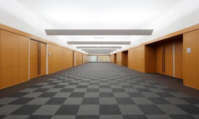 画像: 3階ホール。広々しているから、各ブース間の移動もスムーズに行なえそうだ www.aim-kipro.co.jp