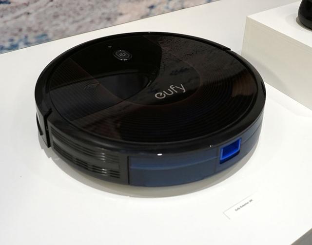 画像: Eufy RoboVac 30C ¥34,800(税別、予価)、2018年11月30日発売 Wi-Fi機能搭載の自動掃除機で、掃除のスケジュールをスマホから設定可能