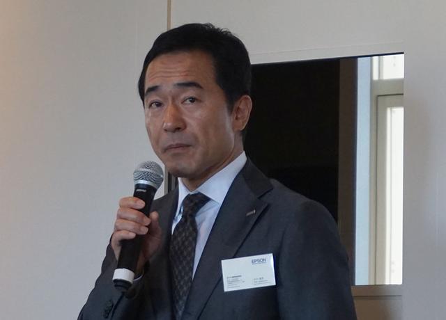 画像: 今回の取り組みについて紹介してくれた、エプソン販売株式会社 取締役 販売推進本部長 小川浩司氏