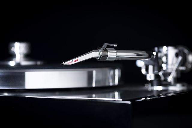 画像: 付属のオルトフォン 100周年記念モデル、「The Concorde Century」