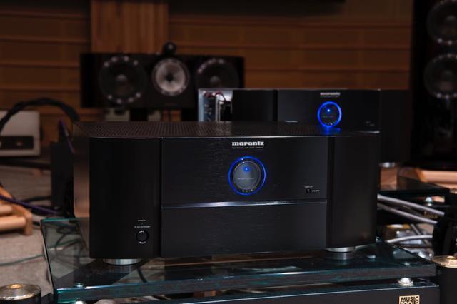 画像: 視聴に使ったコントロールAVセンターは、マランツ AV8805。MM8077を2台組み合わせ、4.2.4構成のシステムを鳴らす