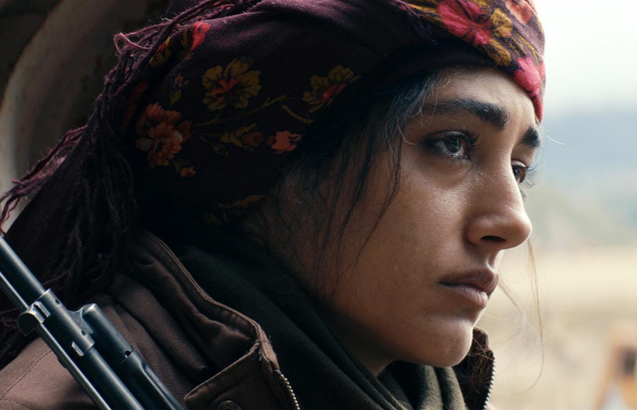 """画像: """"世界で最も美しい顔100人""""トップ10の常連でもあるゴルシフテ・ファラハニ。『ワールド・オブ・ライズ』(2008)で、イラン出身の女優として初めてハリウッド作品に出演。『別離』(2016)のアスガー・ファルハディ監督作『彼女が消えた浜辺』(2009)では主演を務めている"""