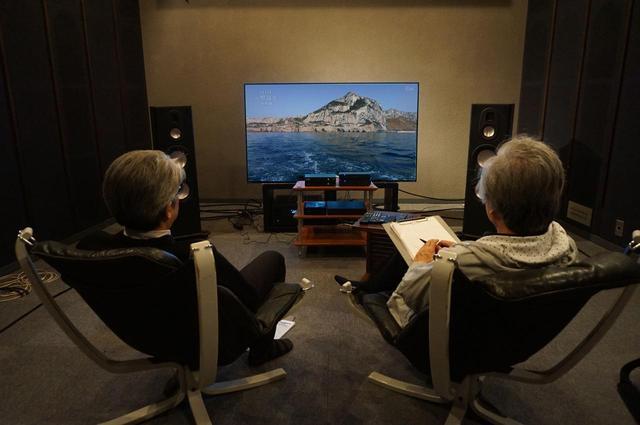 画像: ソニーの有機ELテレビ、KJ-65A1に各社の単体4Kチューナーをつないで取材を行なった。視距離は3H強だ