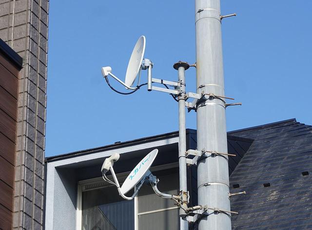 画像: 麻倉さんは、2018年12月1日の放送初日からすべてのチャンネルを視聴できるよう、右左旋対応アンテナを事前に設置した。ブースター等もすべて対応製品に交換したそうだ