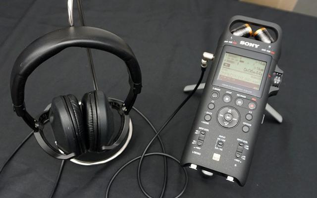 画像: 発表会では、PCM-D10を使った録音環境を再現し、モニター時の音を聴かせてくれた