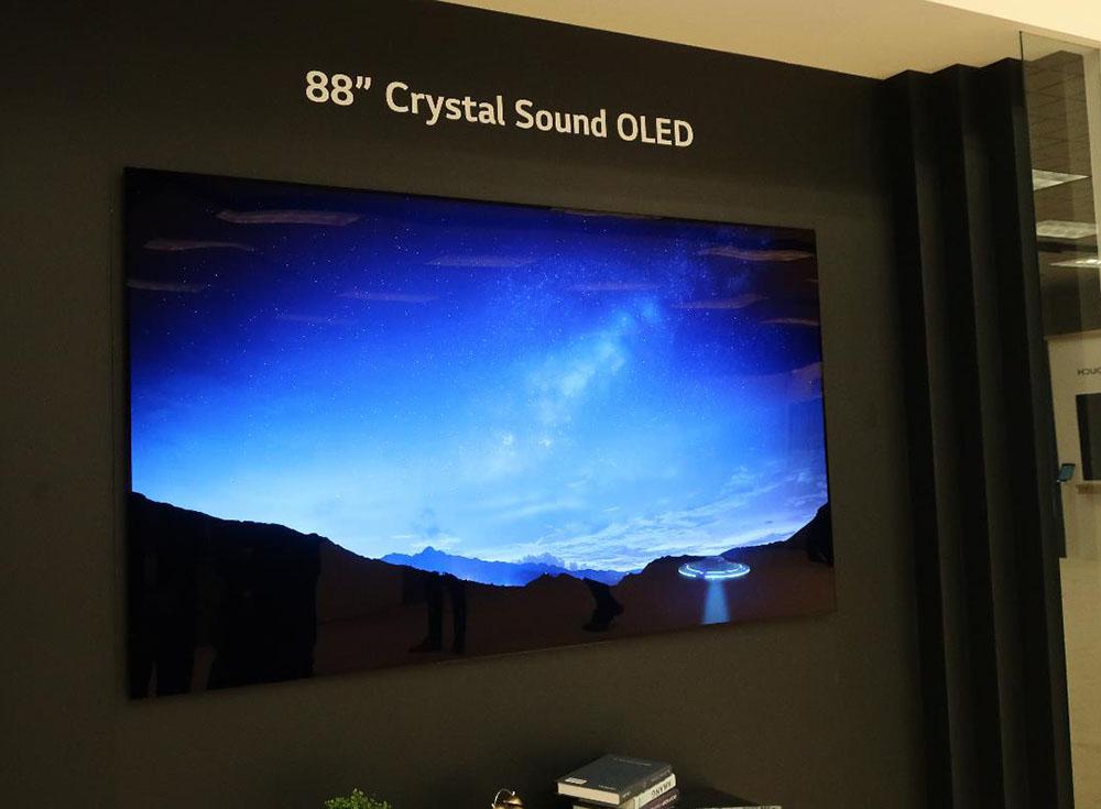 画像: 5アクチュエーターシステムが採用された、88型8K有機ELディスプレイ