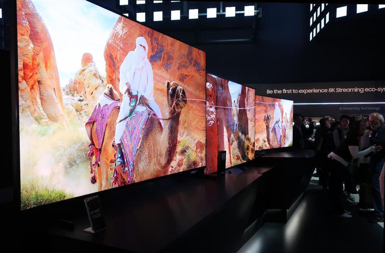 画像: サムスンエレクトロニクスの8K液晶テレビ