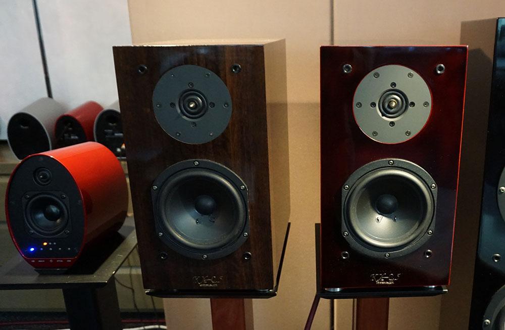 画像: KX-0.5のノーマル仕上げ(左)と漆仕上げ(右)